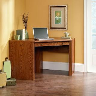 Corner computer desks for small spaces oak corner - Corner desk for small space ...