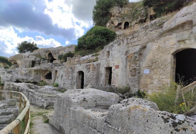 Le case grotta del villaggio rupestre la Rivolta