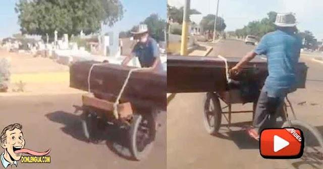 Por falta de gasolina y dinero llevaron a un familiar fallecido en Bicicleta al Cementerio