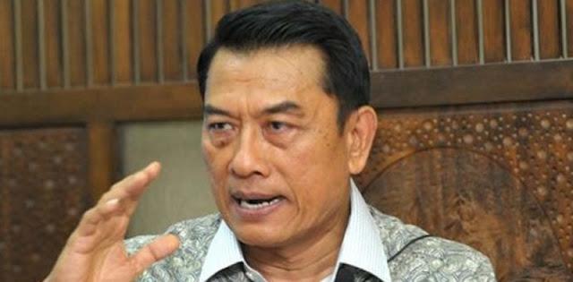 Demi Demokrasi, Ujang Komarudin Usul Jokowi Pecat Moeldoko Dari KSP