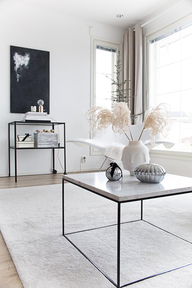 Villa H, olohuoneen sisustus, Creo Design shop, Jonathan Adler, Dora maar maljakko, sisustaminen