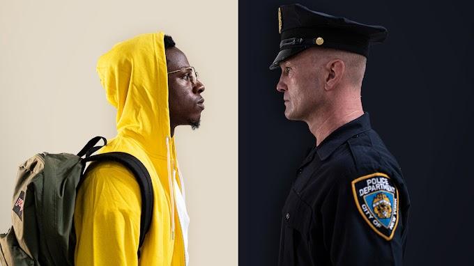 DOS COMPLETOS DESCONOCIDOS: Si eres afroamericano en USA y un policía blanco te quiere matar, da igual lo que hagas, te va a matar.