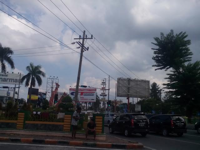 Anak Jalanan di Simpang Tritura Kota Medan