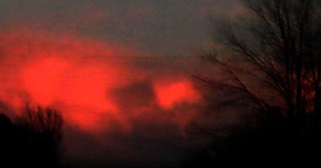 Cube-shaped anomaly filmed in the sky over Ohio  Square%2Bcube%2Bsky%2BOhio