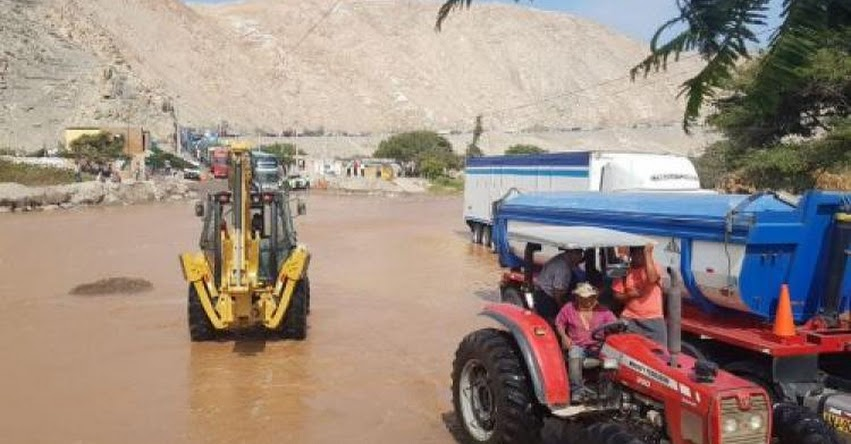 Huaico bloquea tránsito en la Panamericana Sur en Arequipa (Ocoña - Camaná)