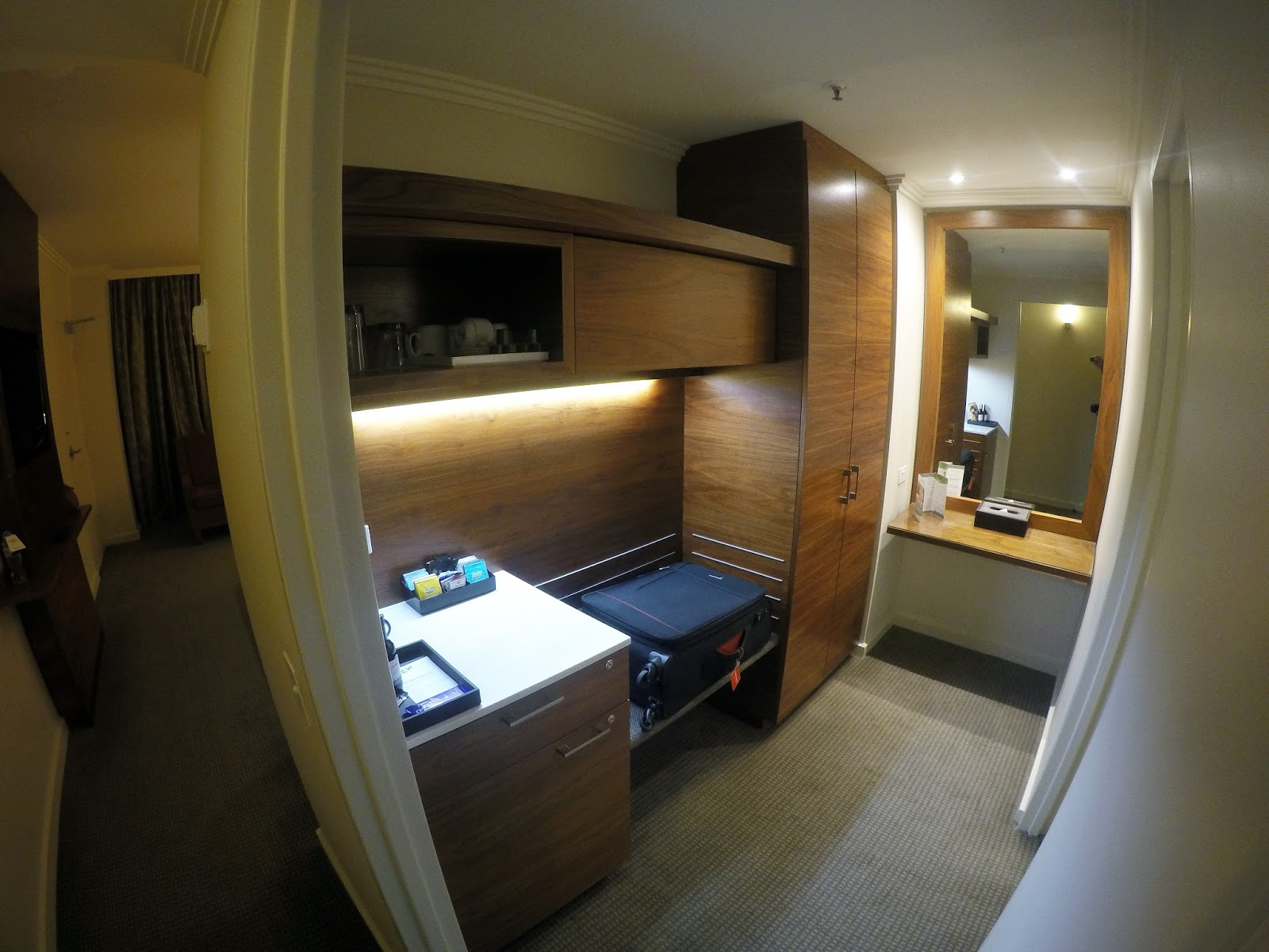 Melbourne Parkview Hotel Wardrobe and Dressing Room
