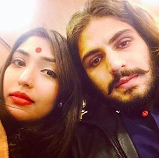 Foto Rajat Tokas dengan Istrinya Srishti Nayyar