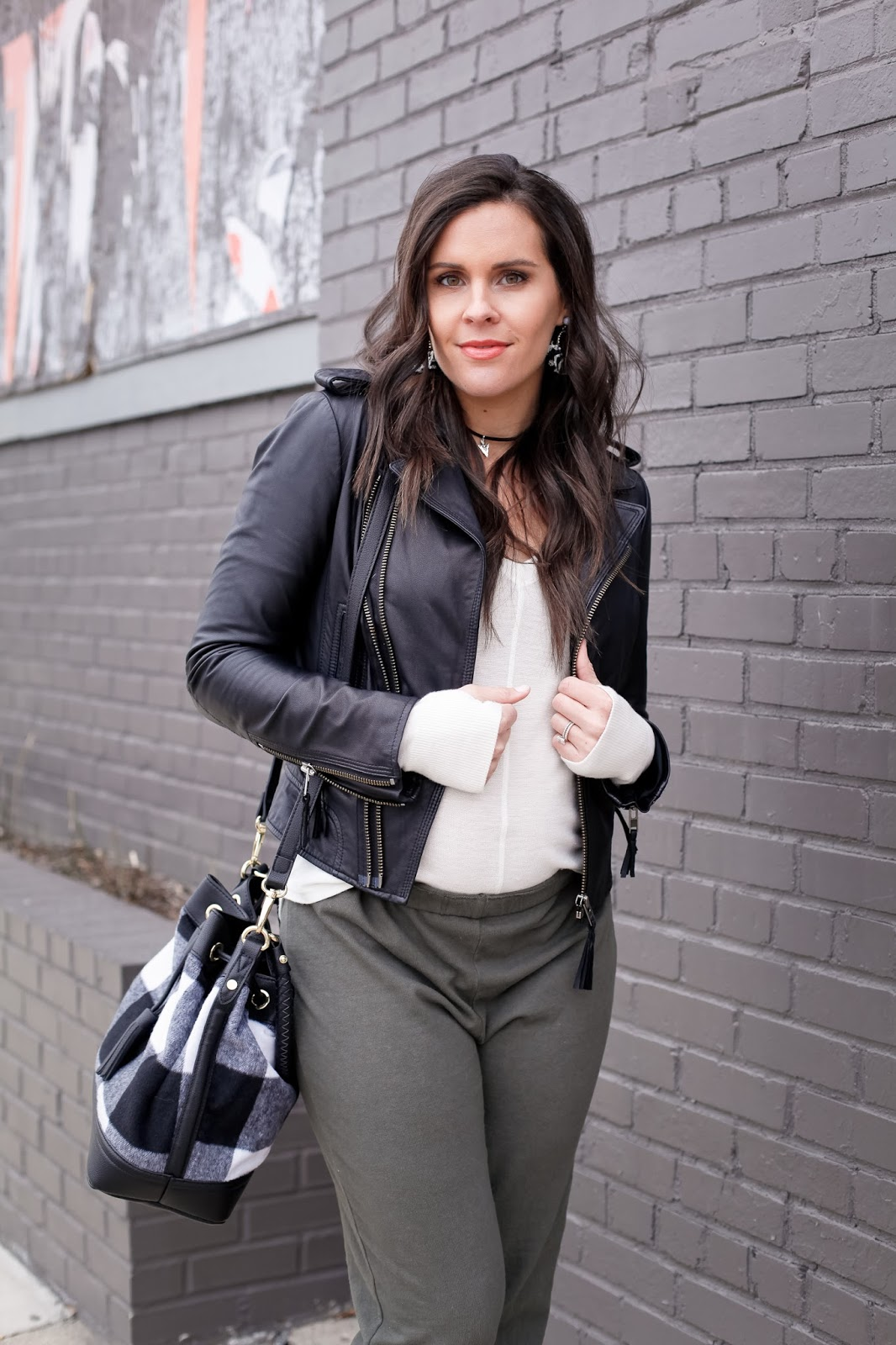 how to style joggers while pregnant