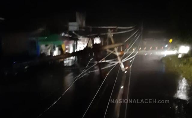 Akibat Hujan dan Angin Kencang, Tiang Listrik di Blangpidie Tumbang