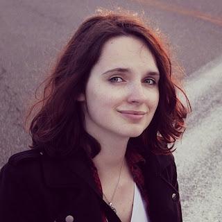 Anna Šuláková autorka knihy Vězení (e-kniha, Skleněný můstek) a Fialová (Pointa)