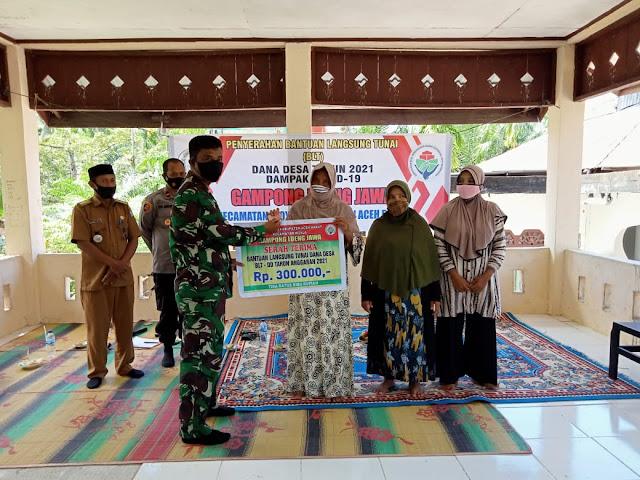 Danramil 02/Woyla Turut Menghadiri Penyaluran BLT-DD di Desa Lueng Jawa