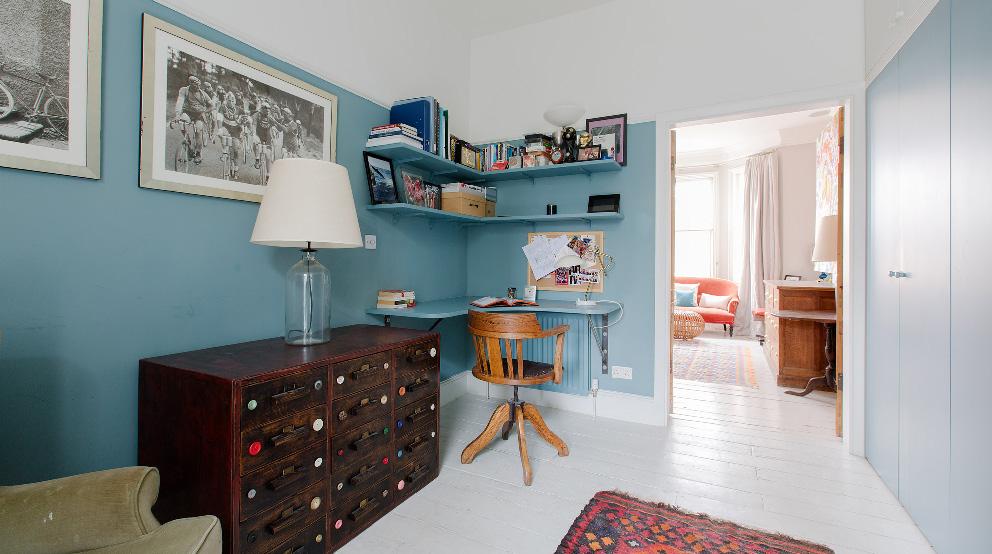 Cheap la stanza dei giochi per i piccoli molto fornita con for Decorare la stanza con foto