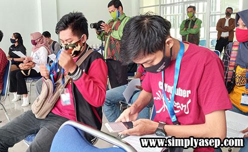 BLOGGER : Para anggota Komunitas Blogger Pontianak (KBP) juga diundang dalam  Jumpa pers Lomba Desain Motif Corak Insang Tahun 2020 di Gedung UMKM hari itu Foto Asep Haryono