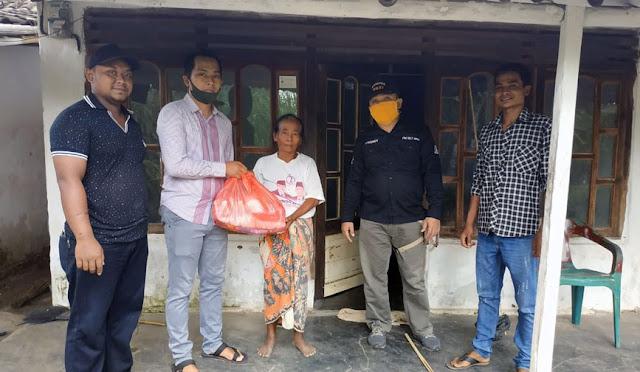 LMDH dan Perhutani memberikan bantuan kepada warga