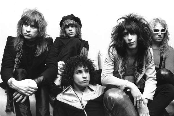 "ROCK AROUND: Η ""glamorous"" ιστορία των  New York Dolls"
