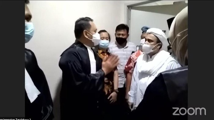 Kuasa Hukum Rizieq Shihab Jelaskan Alasan Tak Hadir Langsung di Ruang Sidang PN Jaktim