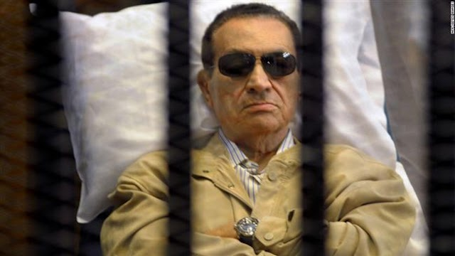Egypt's ousted president Hosni Mubarak walks free for first time in six years