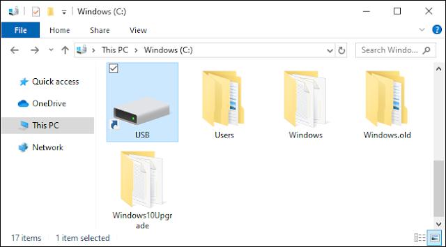 محرك أقراص USB مثبت على شكل مجلد على نظام Windows 10.