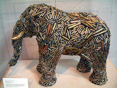 Esculturas de elefante con balas