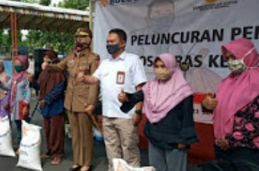 Penyaluran Bansos  Beras Medium Program Kementrian Sosial Mulai Di Salurkan Kabupaten Jember