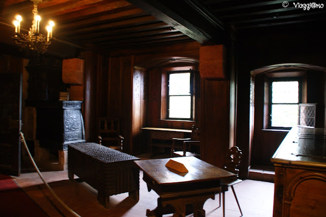 Le stanze del castello di Haut Koenigsbourg con perlinato in legno