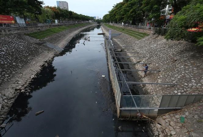 Sông tô lịch nồng nặc mùi hôi thối
