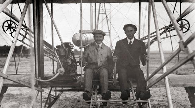 Wilbur Wright dan Orville Wright