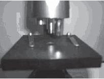 meja preparat, penjepit preparat, dan lensa objektif dengan knop pemutarnya