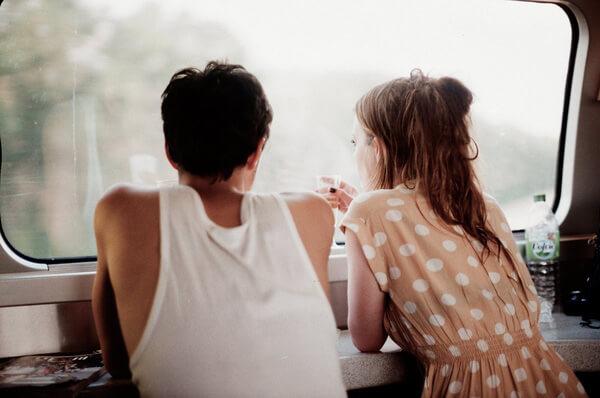 Lý do khiến bạn không nên hẹn hò với bạn thân