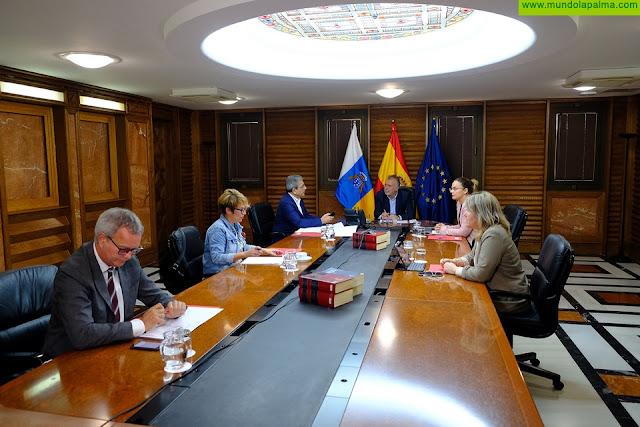 El presidente de Canarias pide tranquilidad y civismo a la población y garantiza el abastecimiento de alimentos y los servicios de centros de salud y farmacias