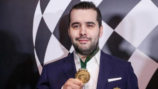Vainqueur du tournoi des candidats d'Ekaterinbourg, le Russe Ian Nepomniachtchi, présent à Paris, pourrait devenir le prochain champion du monde d'échecs