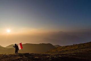 Ini Dia 12 Perlengkapan Yang Wajib Dibawa Saat Mendaki Gunung!