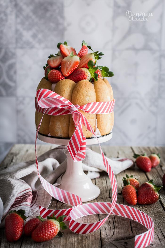 Charlota de fresas y almendra
