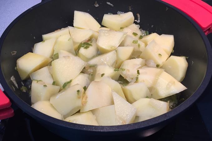 Patatas con almejas