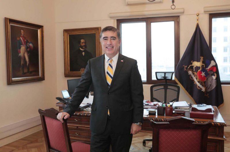 Ministro Desbordes habla sobre los lineamientos de su gestión