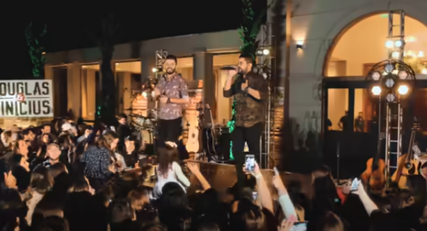 Depois do hit 'Figurinha', Douglas e Vinícius lançam 'Volume 3'