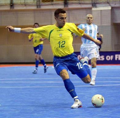 630e5752f0251 Embora sejam dois esportes muito semelhantes o futebol e o futsal possuem  algumas diferenças. Tais diferenças confundem os não amantes dos esportes.