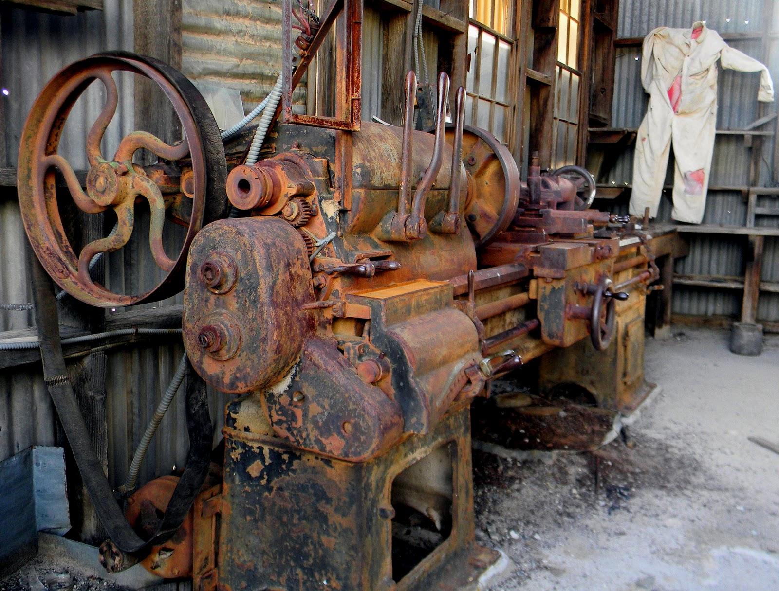 Julie Ferguson Designs: Urbex: Rusty Machines
