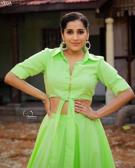 Rashmi Gautam Latest Facebook Pictures Actress Trend