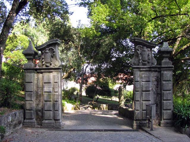 portal de granito do Parque de São Roque