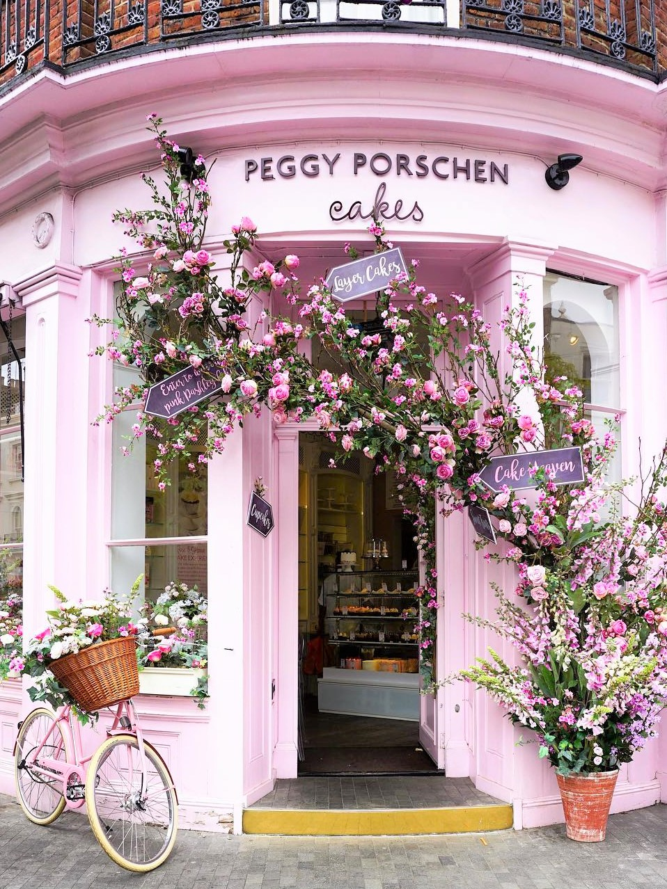 Bijuleni - 7 Instagram Perfect Brunch and Coffee Spots in London - Peggy Porschen Cakes