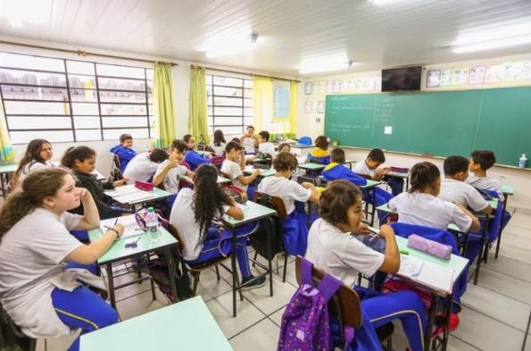 Educação: Proposta da SEED é de retorno às aulas com revezamento a cada 15 dias