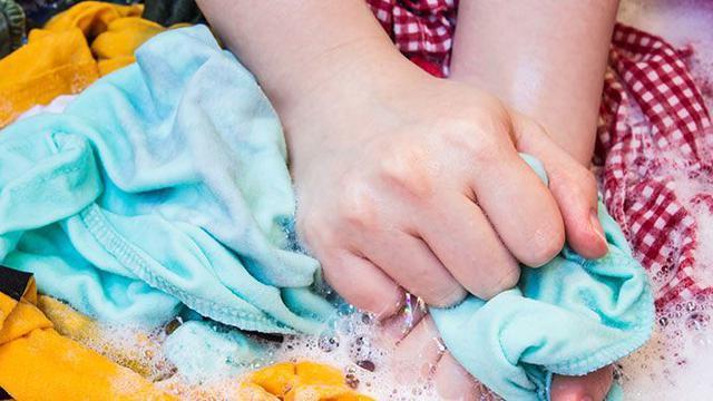 Apakah Boleh Mencuci Pakaian Berlabel Hand Wash Only dengan Mesin Cuci?