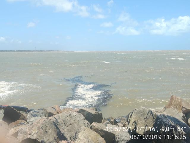 Manchas de óleo na costa brasileira em 08/10/2019.
