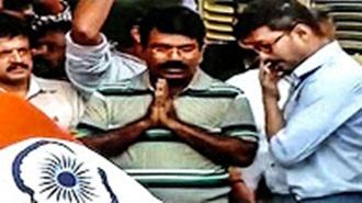 Vijay pays homage to CM Jayalalitha