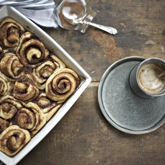Sticky cinnamon buns, kanelsneglekage, hygge, dansk hygge, danish hygge, hyggeligt