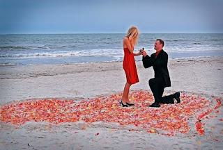 Ai i Propozon për Martesë. Ajo e Tradhton në Muaj Mjalti (Video me ngjarjet e vërteta)