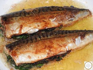 Peste prajit la tigaie umplut cu ceapa si spanac reteta traditionala pescareasca dobrogeana retete culinare de casa mancaruri rapide cu macrou si legume,