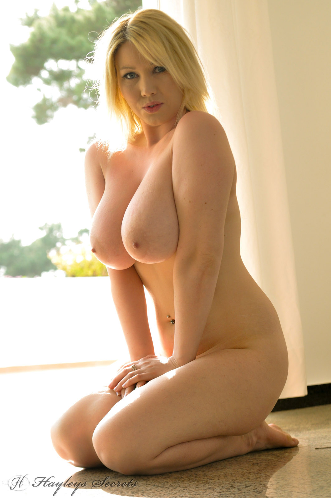 Hot curvy blonde pics, alan colmes wife jocelyn picture