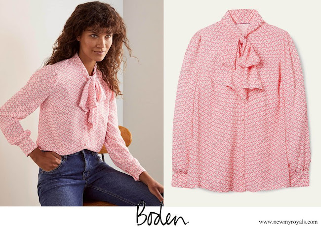 CASA REAL BRITÁNICA - Página 39 Kate-Middleton-wore-Boden-Dora-Tie-Neck-Blouse